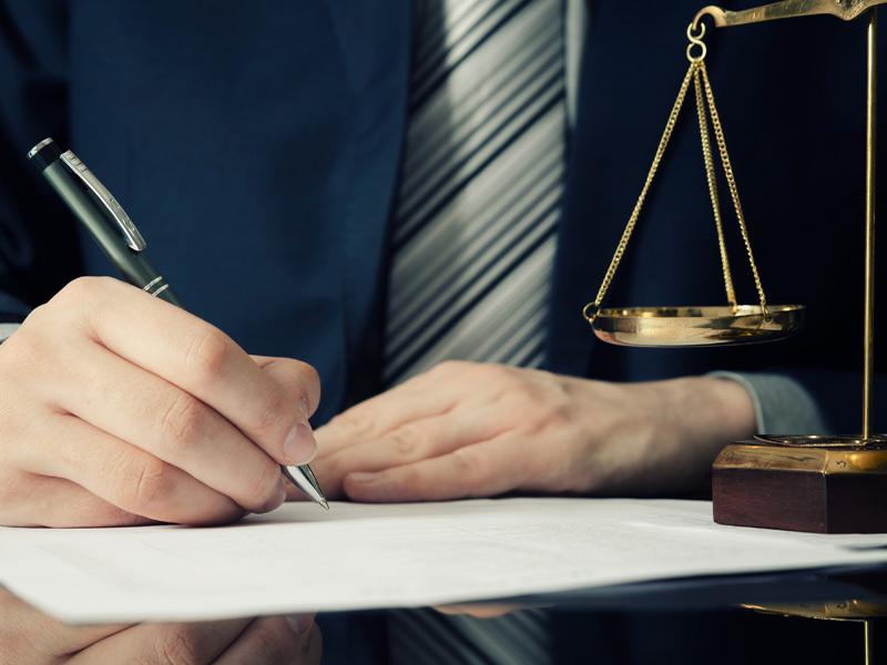 במה מטפל עורך דין ברחובות